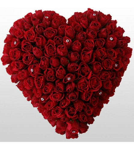 A Heart With 101 Roses